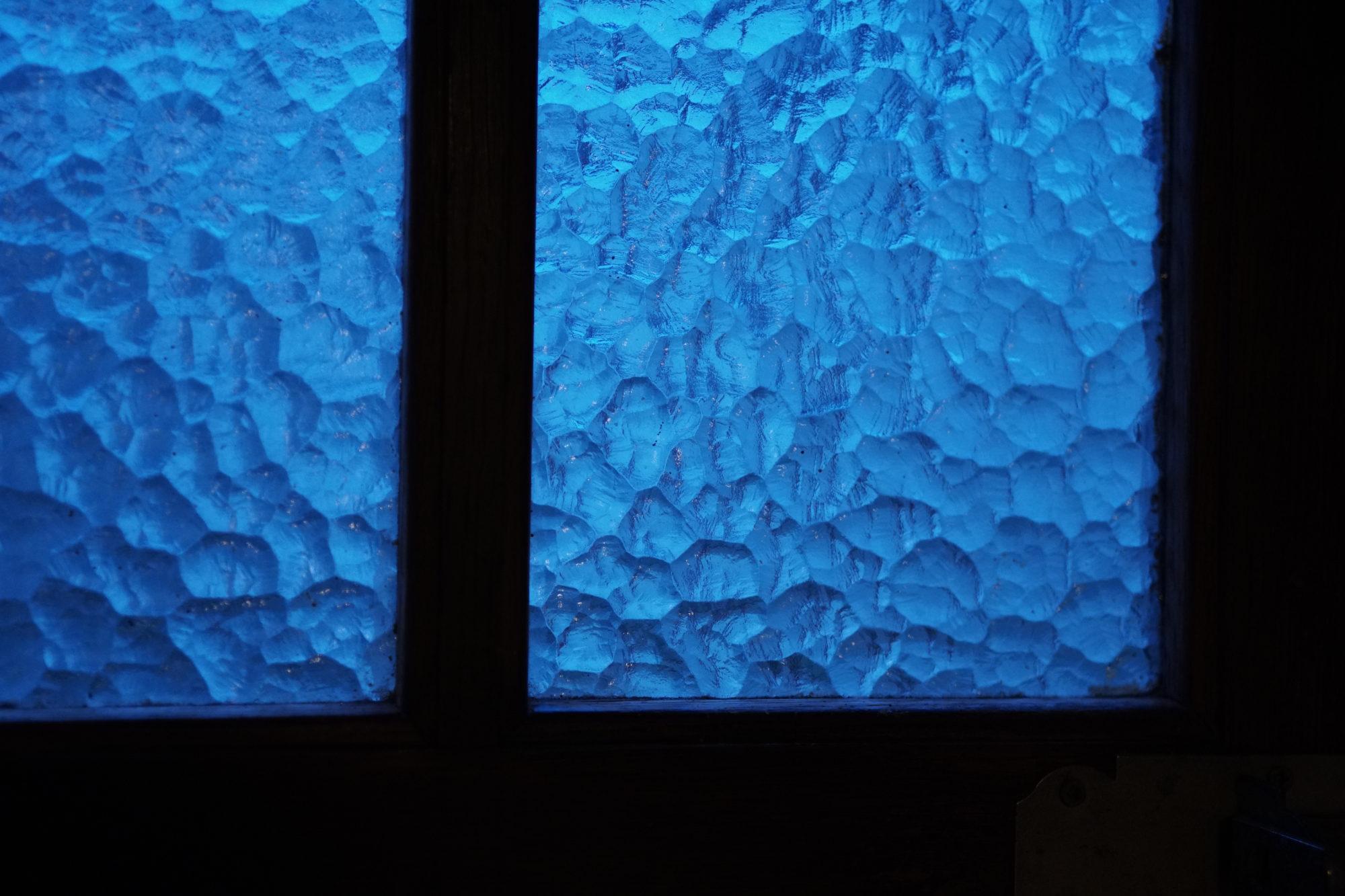 Window Door visualizing blackthursday l heure bleue visuel